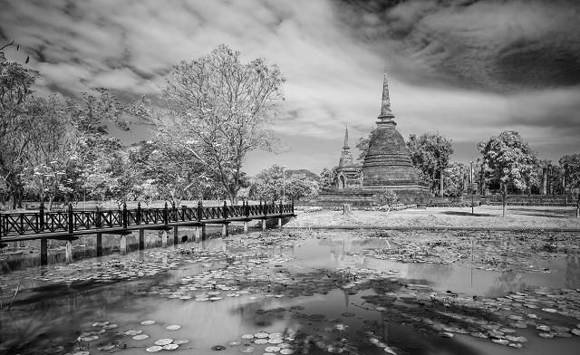 Tempel Ruine Thailand s/w 891     