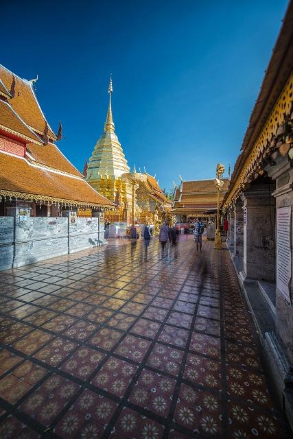 Alte Tempelanlage innen Thailand 903     