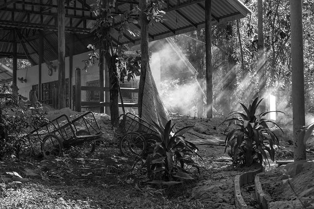 Verlassenes Gebäude Thailand s/w 906     