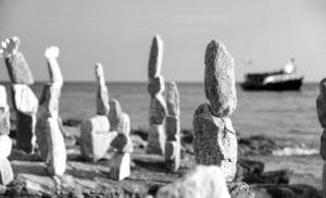 Steinskulpturen Strand Thailand s/w 924 <br />Philipp Neise <br />