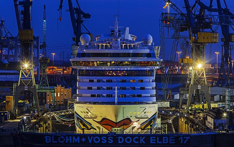 Aida Hamburger Hafen bei Nacht     