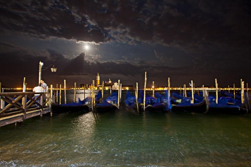 Gondeln Venedig bei Nacht     