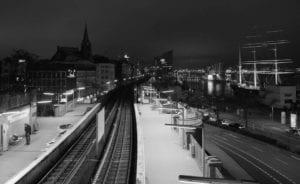 U-Bahn Landungsbrücken Hamburg s/w 1000 |  |