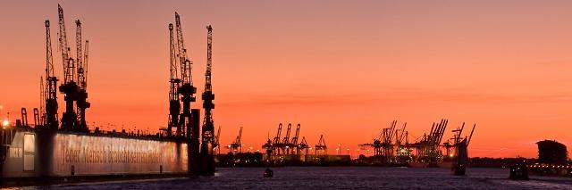 Hamburger Hafen am frühen Abend 960 |  |