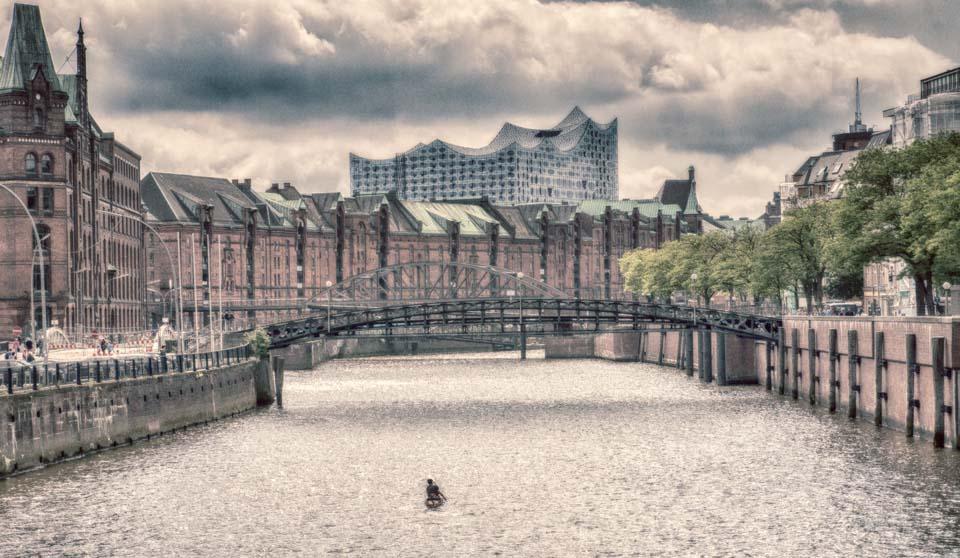 Hafenblick auf Elbphilharmonie mit Paddler Motiv 1190     